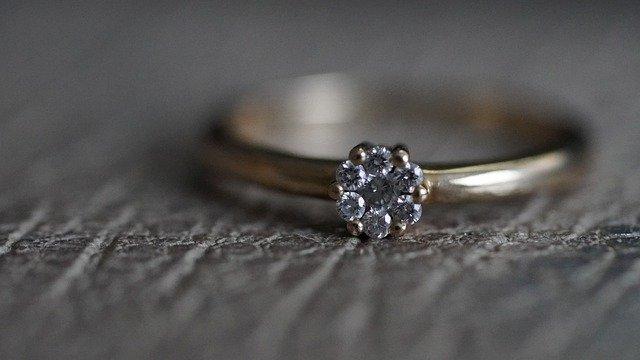 Szolid kinézetű arany karikagyűrű