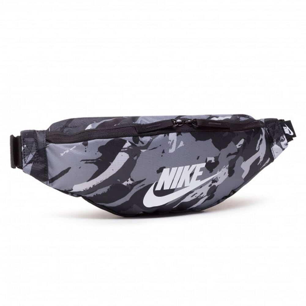 Ismét divatos a Nike övtáska